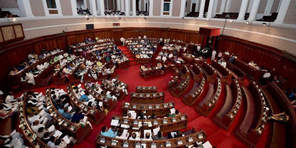 Kolkata: 'Not allowed to discuss issue of teachers' pay', Left, Congress boycott Assembly