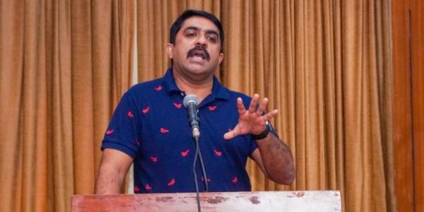 Vijai defers plans to name road after Parrikar