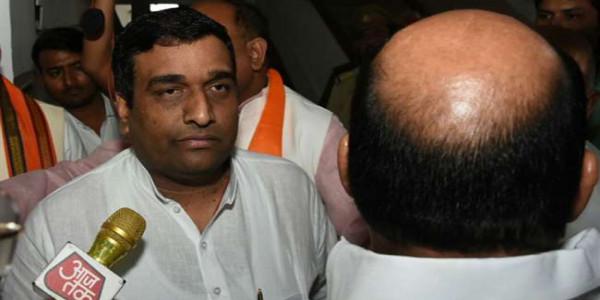 LIVE : मायावती को झटका, बसपा विधायक अनिल सिंह ने दिया भाजपा को वोट