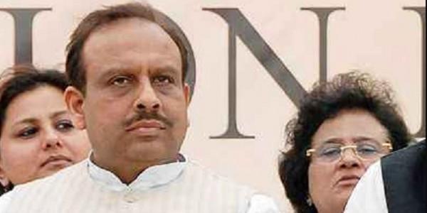 केजरीवाल के खिलाफ विजेंद्र गुप्ता ने पुलिस में दर्ज कराई शिकायत