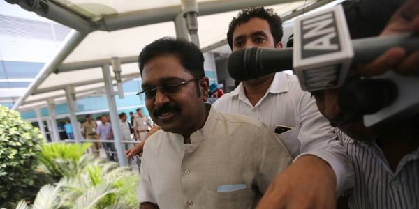 Election Commission call on Dhinakaran symbol if no HC order in 4 weeks, says Supreme Court