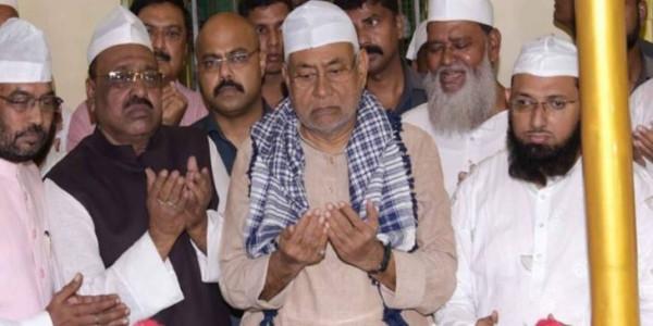 नीतीश कुमार ने की मजार पर चादरपोशी, मांगी अमन, चैन और तरक्की की दुआएं