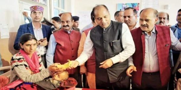मुख्यमंत्री ने पीएम को जन्मदिन की दी बधाईयां, कहा सबसे लोकप्रिय नेता
