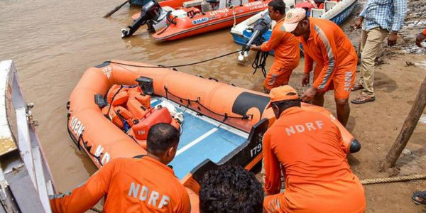 Godavari boat tragedy: 10 more dead bodies are found