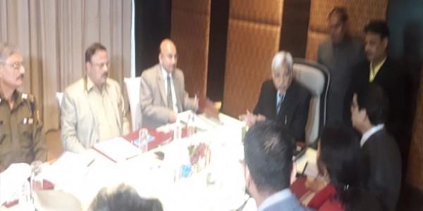 मुख्य चुनाव आयुक्त की सीएस और डीजीपी के साथ बैठक