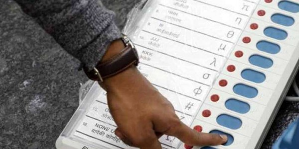 मुंबई: वोटिंग के बाद 23 घंटे कहां गायब थे 323 EVM? अफसरों ने साधी चुप्पी