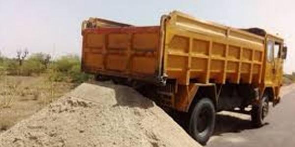 परिवहन मंत्री के निर्देश पर बजरी ट्रकों के खिलाफ बड़ी कार्यवाही