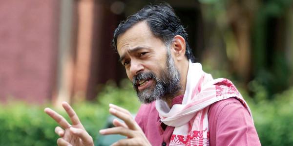 केजरीवाल पर किया था तंज भरा ट्वीट, अब पछता रहे हैं योगेंद्र यादव