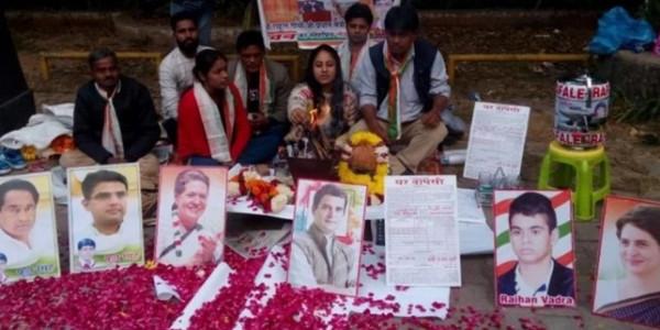 Congress Workers Perform Hawan Outside Rahul Gandhi Residence