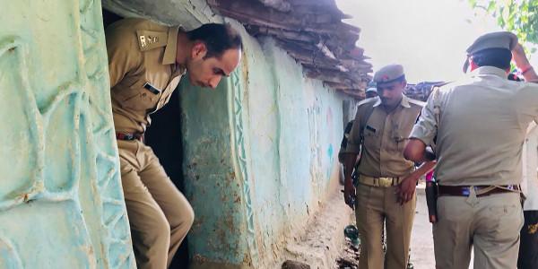 सोनभद्र: 30 ट्रैक्टर में भरकर आए 300 लोग, गांव घेरकर लगा दिया लाशों का अंबार