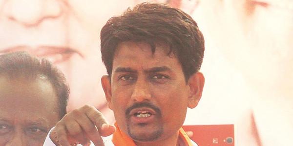 Will tell Rahul Gandhi about Thakors being ignored: Alpesh
