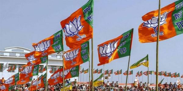 चुनाव हारने के बाद अब इस बात को लेकर दो फाड़ हुई BJP, सम्मान की लड़ाई में दो दिग्गजों की जंग
