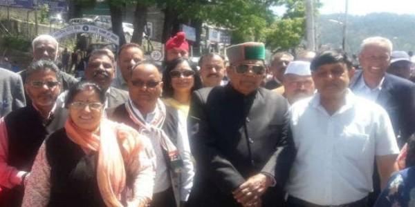 शिमला में रोड शो के बाद नामांकन दाखिल करेंगे शांडिल, कांग्रेस के दिग्गज नेता पहुंचे