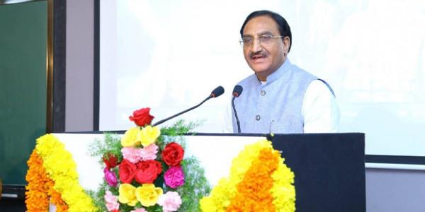 बुरी फंसी IIT, मंत्री जी का फरमान- साबित करें वैज्ञानिक भाषा है संस्कृत