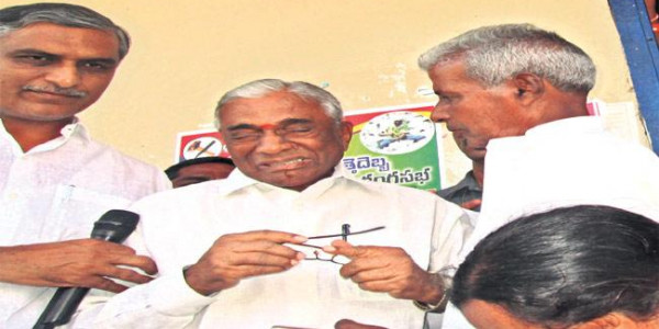 Denied ticket by Cong., ex-minister to join TRS