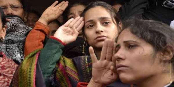 शहीद मेजर विभूति शंकर ढोंडियाल की अंतिम यात्रा में उमड़ा जनसैलाब, पत्नी ने कहा जयहिंद, किया सैल्यूट