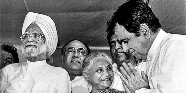 Maharashtra political leaders pay tributes to Sheila Dikshit