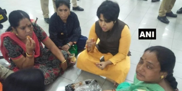 Amid Protest Temple Opens For Two Month Pilgrimage Trupti Desai Reach Cochin Airport