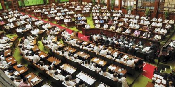 कर्नाटक: सदन की कार्यवाही शुरू, बागी विधायकों से मिलेंगे स्पीकर