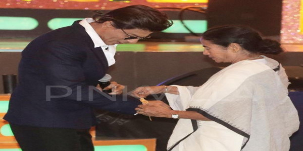 Shah Rukh Khan on Mamta Banerjee: Every year I wait for Didi's wishes on Rakshabandhan