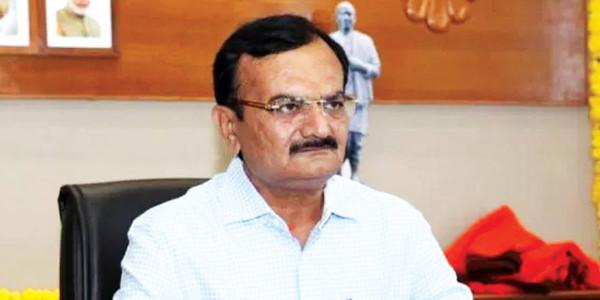 Gujarat में एनआरआइ परिवार को परेशान करने पर भड़के भाजपा सांसद देवू सिंह चौहाण, सरकार को भी चेताया