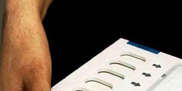 गुजरात में 12 बजे तक 17 फीसद मतदान
