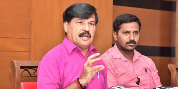 Ramdas stays away from Dasara meeting