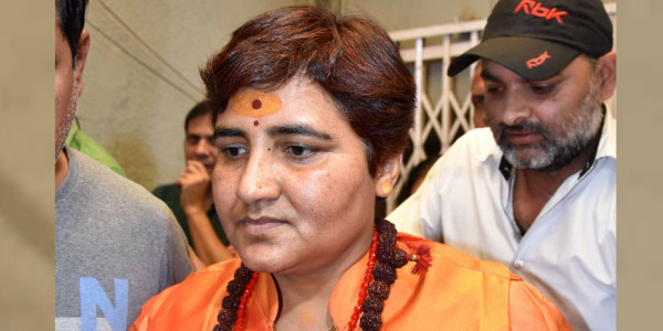 sadhvi-pragya-reached-thana-for-fir-against-congress-mla
