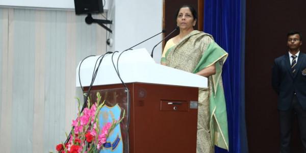 प्रियंका गांधी ने निर्मला सीतारमण पर लगाए गंभीर आरोप, कहा देश को किया खोखला