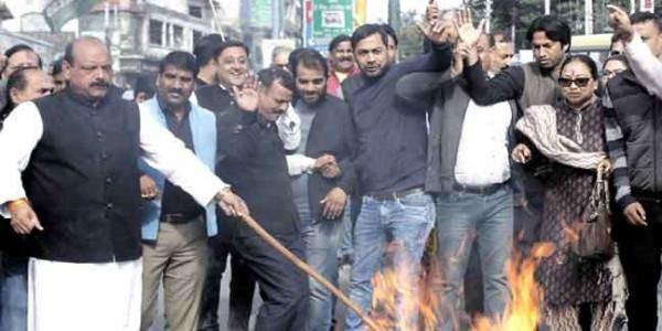 उत्तराखंड कांग्रेस ने किया केंद्र व राज्य सरकार की विनिवेश नीति का विरोध