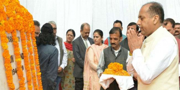 मुख्यमंत्री ने शिमला में पूर्व प्रधानमंत्री की प्रतिमा पर अर्पित की पुष्पाजंलि