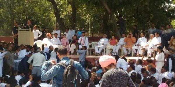हरियाणा कांग्रेस की दिल्ली में आज फिर बैठक, चंद्रमोहन बिश्नोई मंच पर पहुंचे