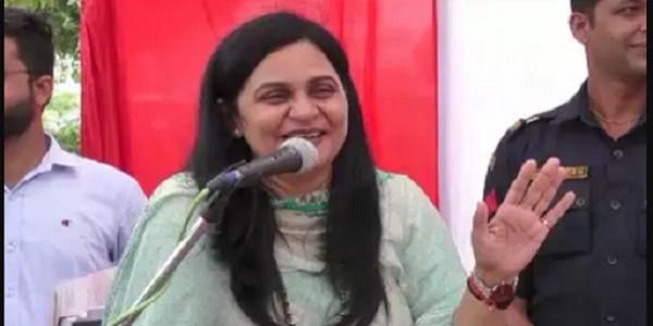 सांसद सुनीता दुग्गल ने पूर्व विधायक एवं भाजपा नेता बलवान सिंह दौलतपुरिया की लगाई क्लास
