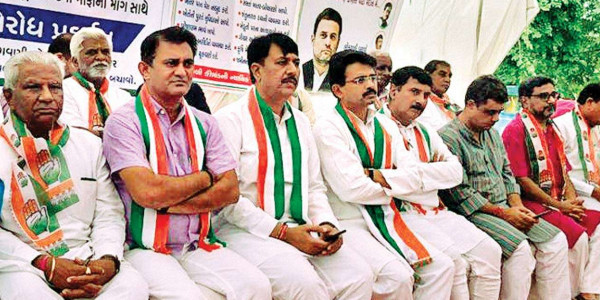 Gujarat Congress warns of statewide dharna for loan waiver