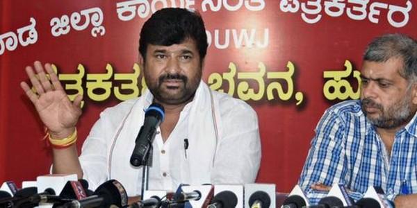 Centre delaying issuing notification for Mahadayi works, says Kulkarni