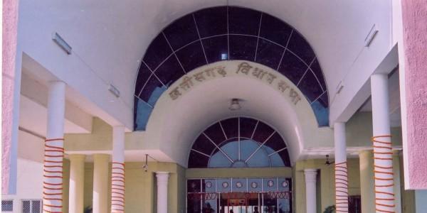 chhattisgarh-vidhansabha-agitation-against-swarna-reservation-of-10-pc-for-economically