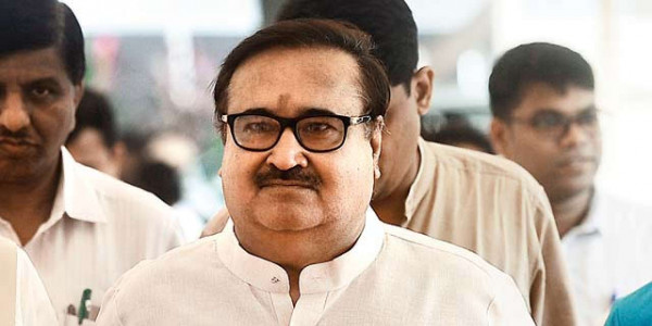 Devendra Fadnavis curtails power of housing minister over SRAs