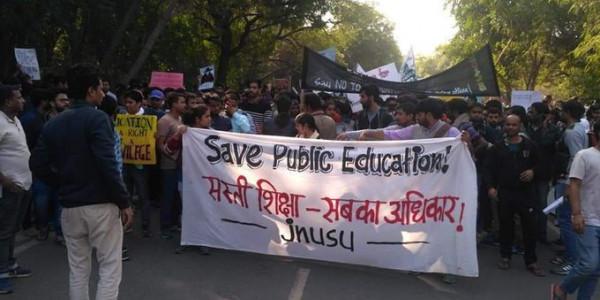 बैरिकेड तोड़ संसद की ओर बढ़ रहे JNU छात्रों को पुलिस ने रोका, धारा 144 लागू