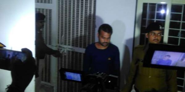 खुद को सॉफ्टवेयर इंजीनियर बताकर EVM हैक करने का दावा, गिरफ्तार