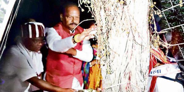 रांची : आगे आयें युवा, आदिवासी परंपरा और संस्कृति को सहेजें : मुख्यमंत्री रघुवर दास