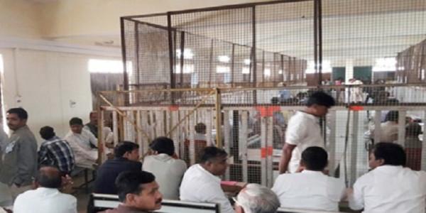 कोलारस में कांग्रेस के महेंद्र सिंंह यादव आगे