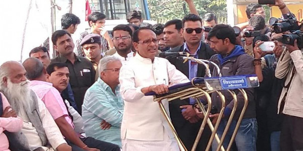 shivraj singh chouhan on protest to deliver justice to bhopal rape victim parents