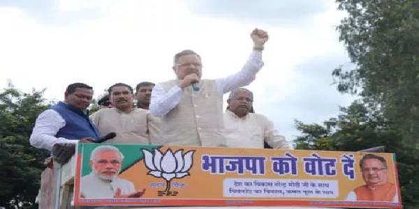BJP की योजनाओं में अपनी फोटो लगाकर काम कर रहे हैं सीएम भूपेश बघेल: रमन सिंह