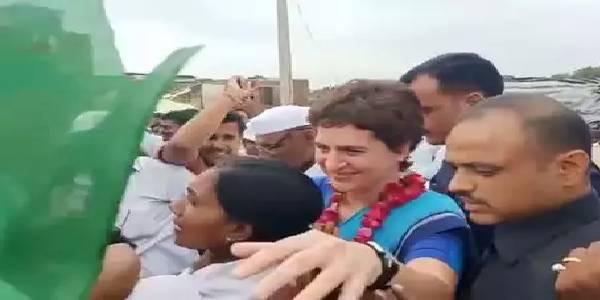 सोनभद्र नरसंहार पर सियासत: प्रियंका गांधी के दौरे को बीजेपी ने बताया 'ड्रामा'