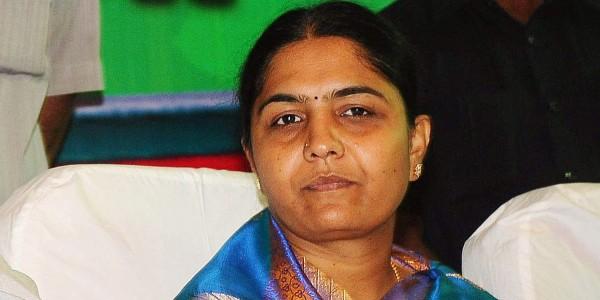 Congress leader Sunitha Laxma Reddy joins TRS