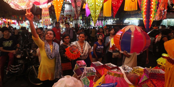 Chandigarh MC to give designated open spaces for festival stalls, shopkeepers protest