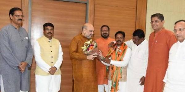 ओडिशा में BJD को तीसरा झटका, बीजेपी में शामिल हुए सांसद बलभद्र मांझी
