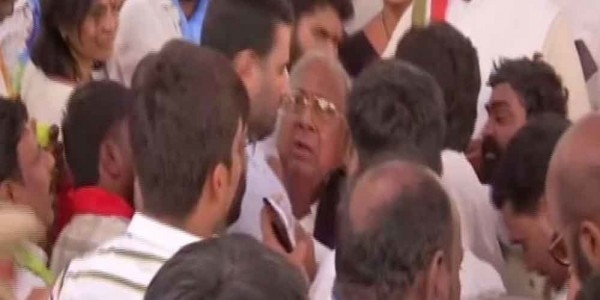Two Cong leaders get into scuffle during exam result protest