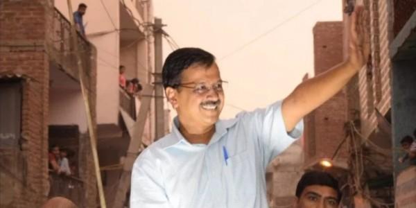 दिल्ली की रैली में बोले केजरीवाल- मनोज तिवारी नाचता अच्छा है, अबकी नाचने वाले को वोट मत देना