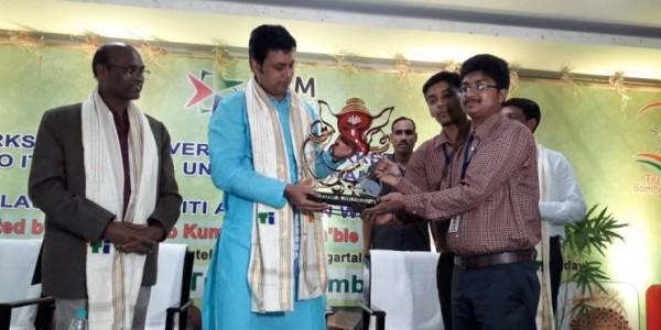 Tripura CM initiates exporting bamboo idols to Maharashtra with Fadnavis